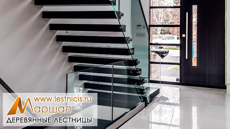 Лестницы в доме г Севастополь со стеклом